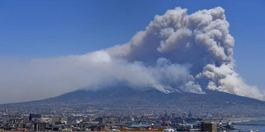 Inferno in Sicilia: fuoco, fumo e tamponamenti