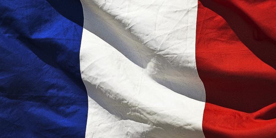La Francia alza a testa, storico ballottaggio di Le Pen